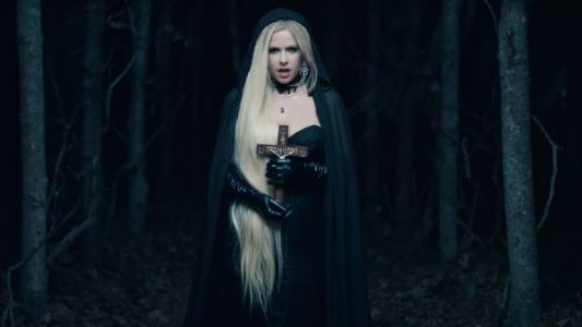 "Avril Lavigne sort le clip de ""I Fell in Love with the Devil"""