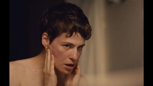 "Christine and The Queens dévoile son nouveau clip ""5 dollars"""
