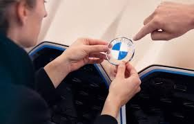 Immatriculations:  BMW continue à faire la course en tête
