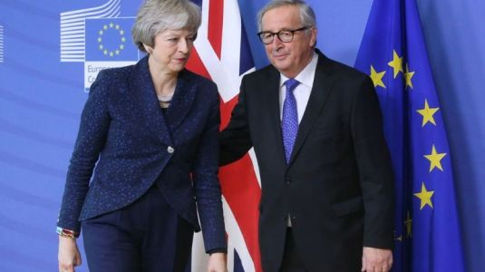 Brexit:  Theresa May va tenter d'amadouer Bruxelles sur l'accord de divorce
