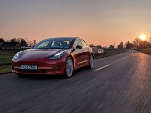 La Tesla Model 3 élargit la flotte d'Athlon Rental Services