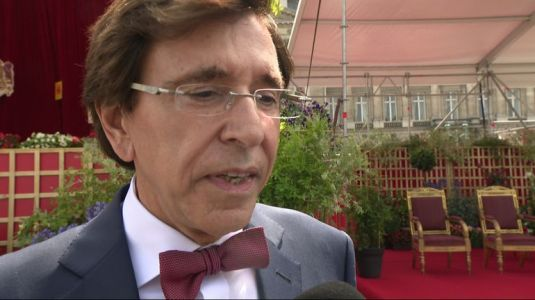 "Elio Di Rupo : ""Si l'on nous invite à une table de discussion, j'irai discuter"""